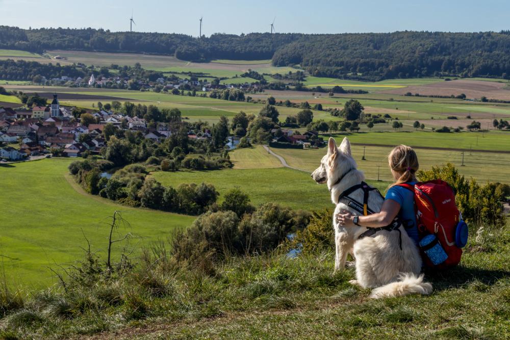 Fernwandern mit Hund – der perfekte Einstieg auf dem Altmühltal-Panoramaweg
